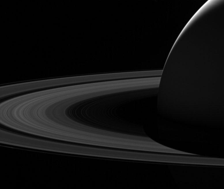 来自卡西尼的土星黑暗面的最后一张图像之一